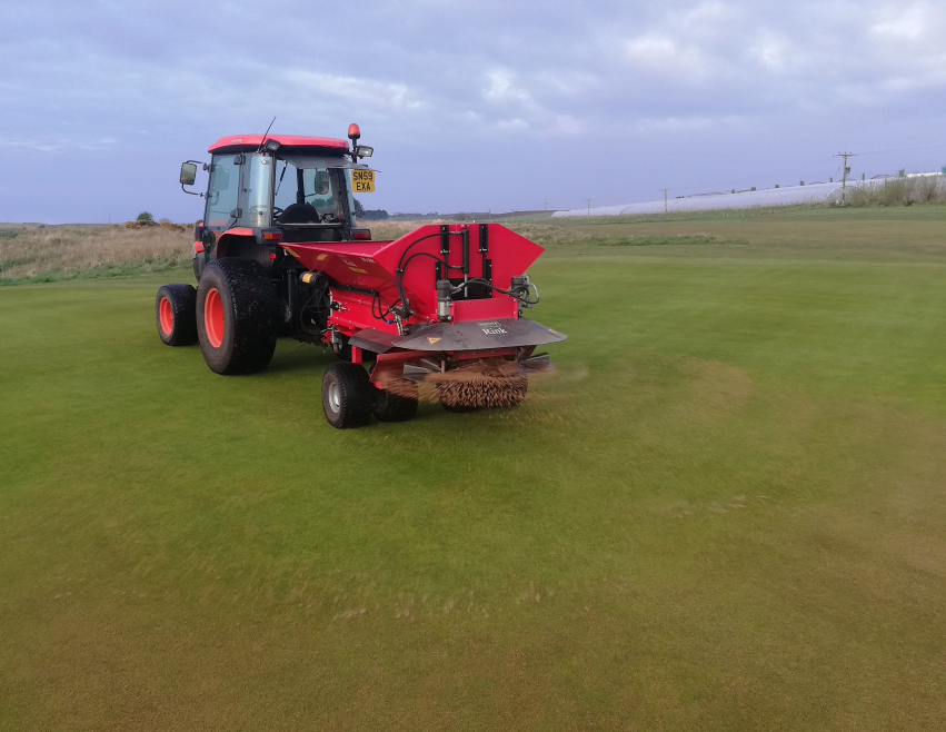 Topdressing on greens